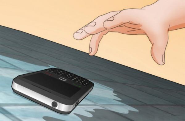 khắc phục điện thoại khi bị rơi xuống nước